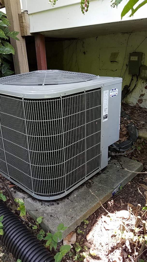 Chattanooga, TN - Service call. Performed repair on Carrier heat pump