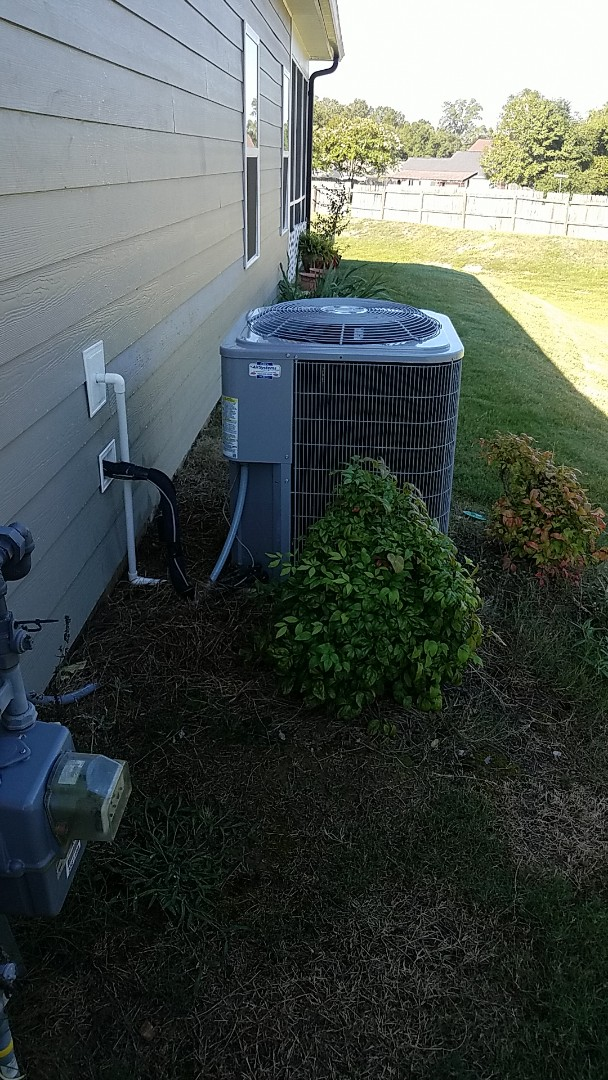 Chattanooga, TN - Service call. Performed A/c maintenance on a Carrier system.