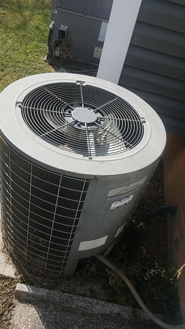 Ooltewah, TN - Service call. Performed service on a Lennox system.