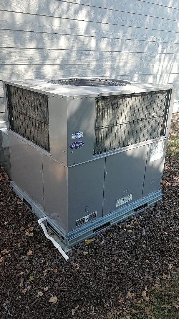 Ooltewah, TN - Service call. Performed service on a Carrier gas package unit.