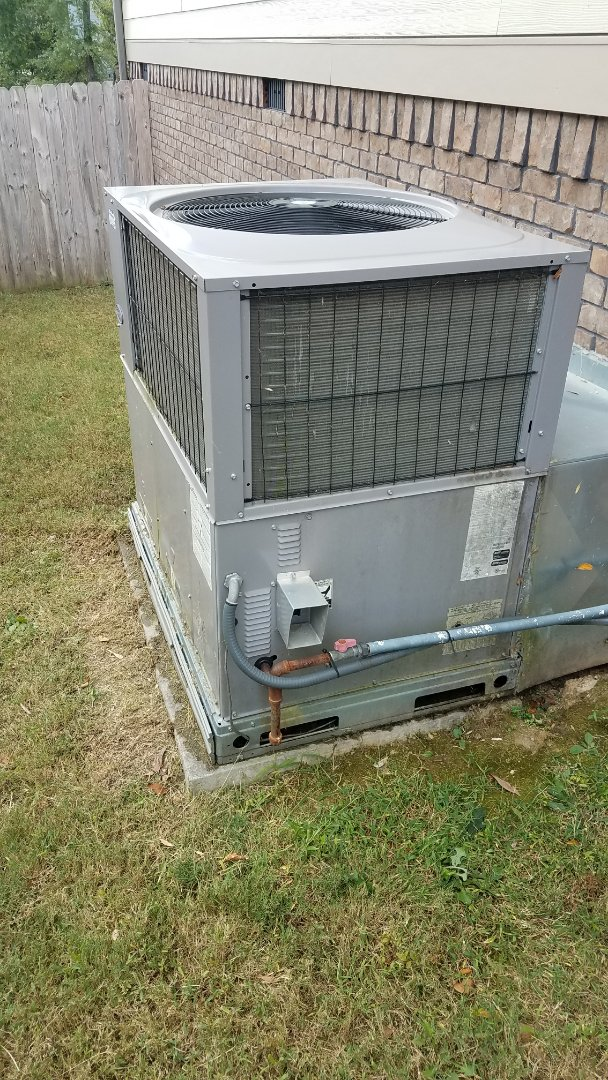 Ooltewah, TN - Service call.  Performed repair on carrier package unit