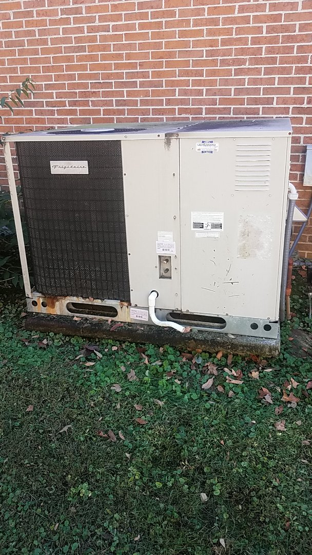 Ooltewah, TN - Service call. Performed Fall maintenance on a Frigidaire gas package unit.