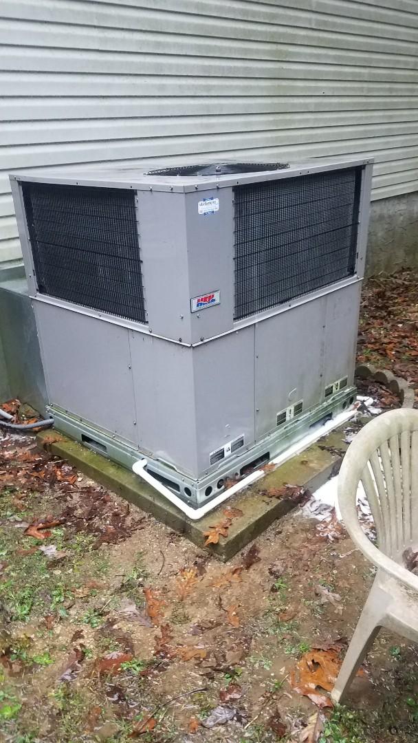 Soddy-Daisy, TN - Service call . Performed repair on Heil heat pump package unit