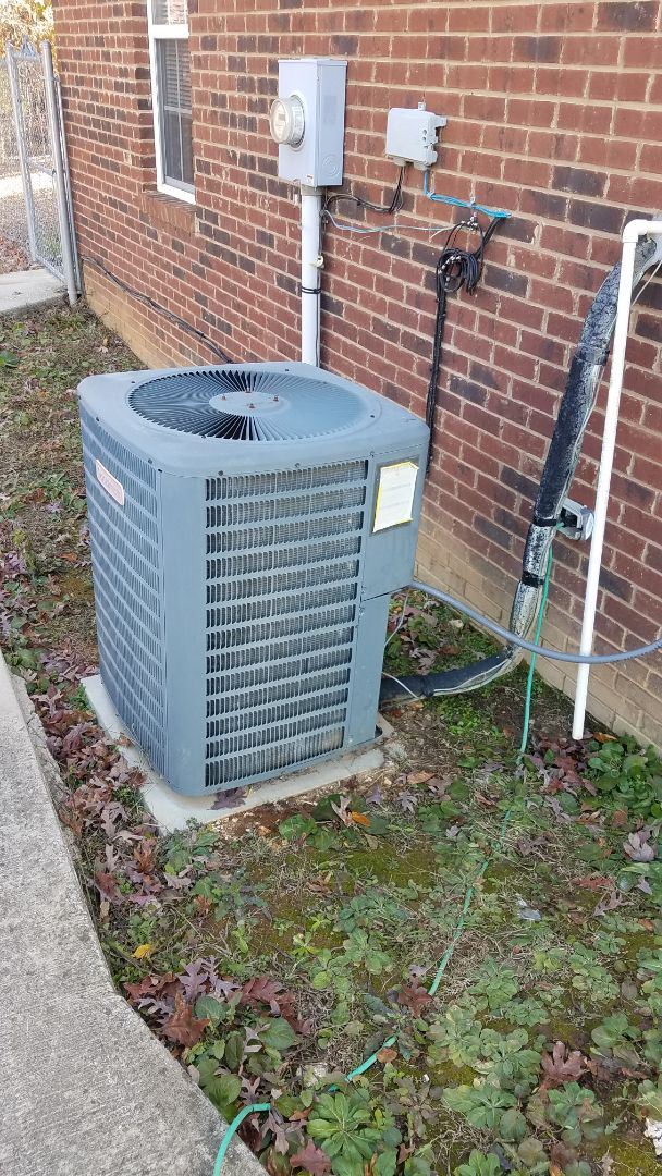 Birchwood, TN - Service call.  Performed repair on Goodman condenser