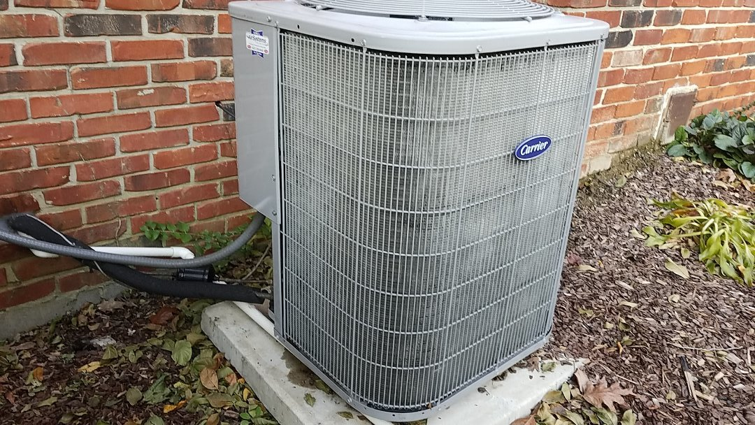 Cleveland, TN - Maintenance call. Performed maintenance on Carrier heat pump