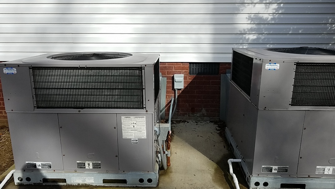 McDonald, TN - Maintenance call. Performed maintenance on Carrier heat pump duel fuel.