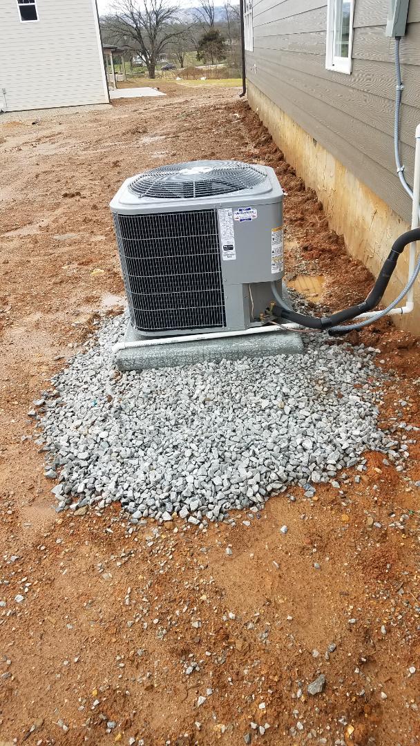Soddy-Daisy, TN - Installation of Carrier condenser