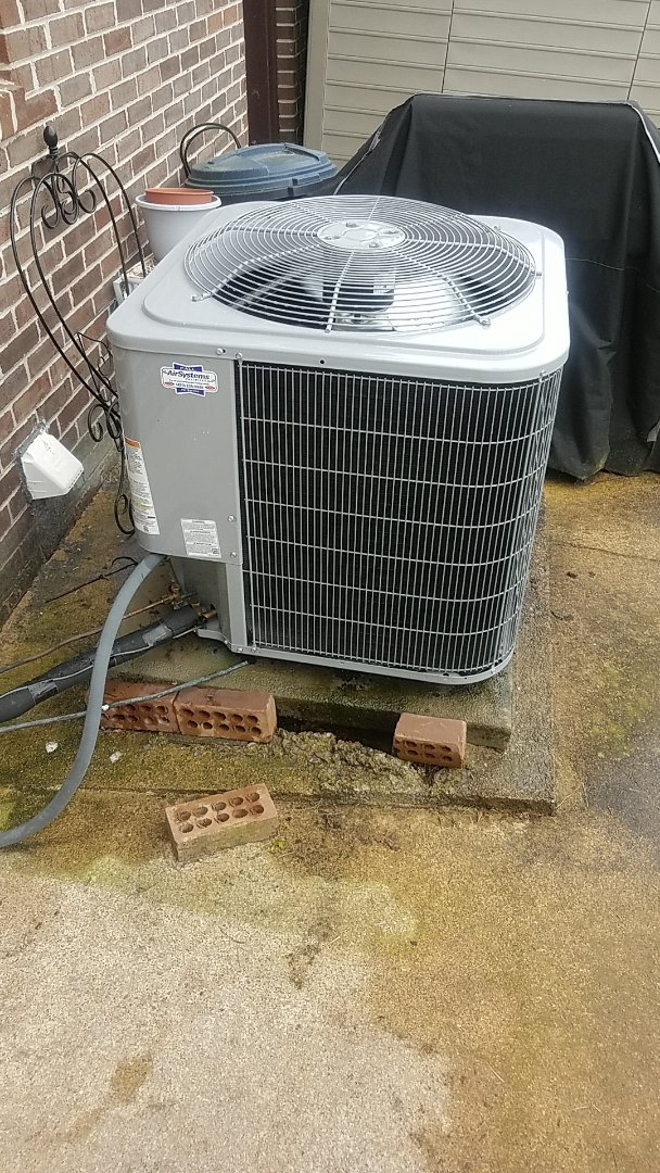 Cleveland, TN - Service call. Performed Spring maintenance on a Carrier Heat Pump system