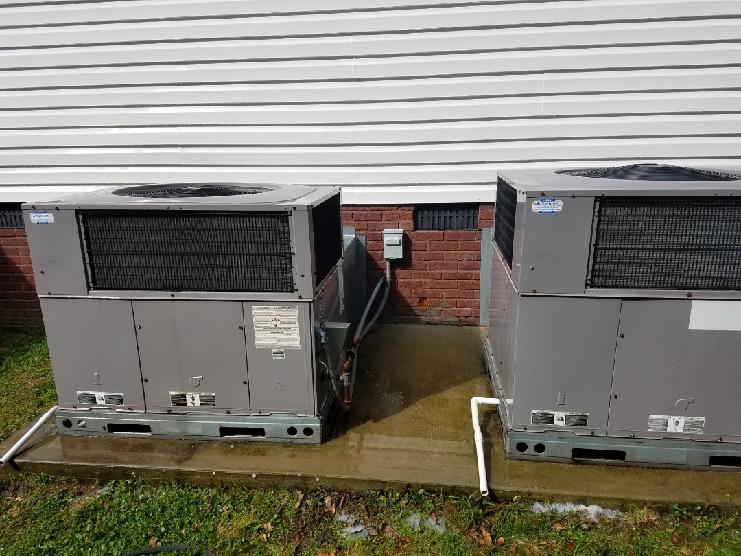 McDonald, TN - Maintenance call. Performed maintenance on Carrier AC
