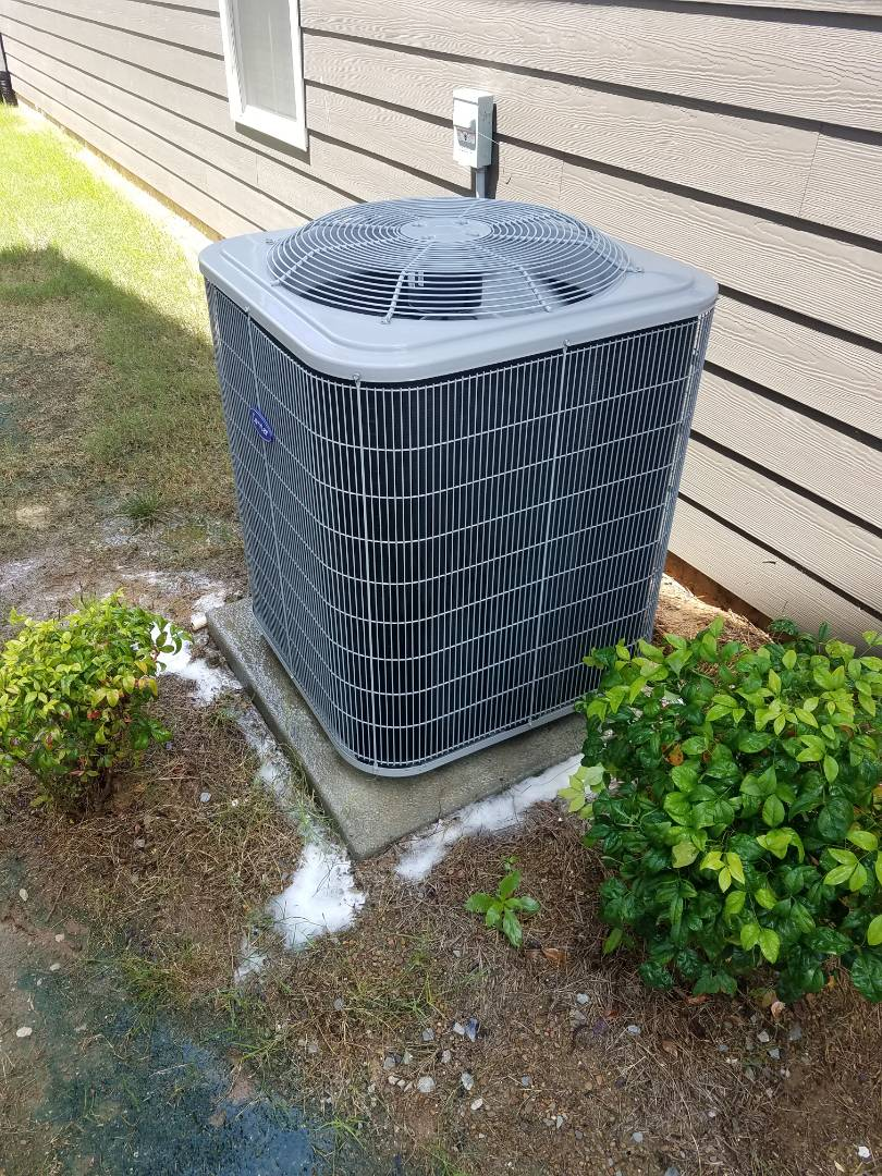 Chattanooga, TN - Service call . Performed repair on Carrier condenser