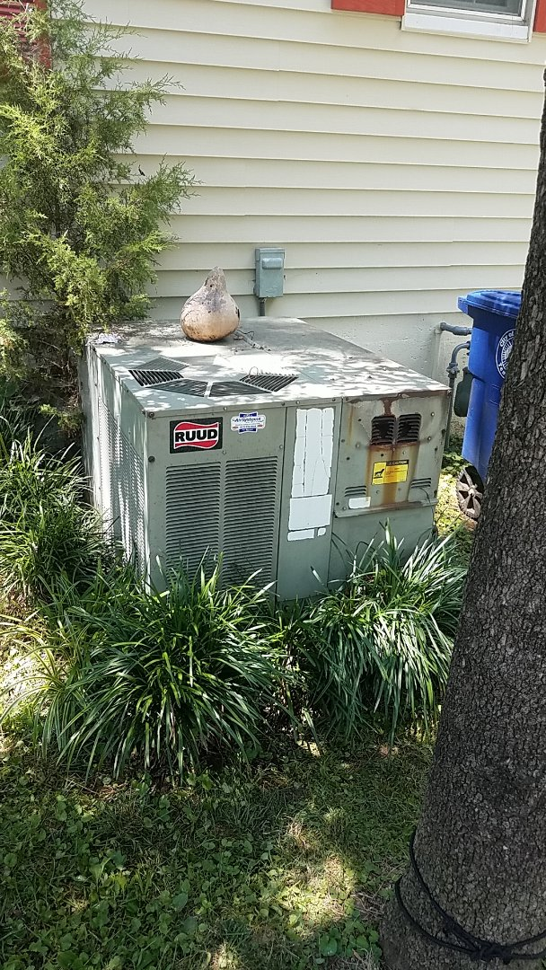 Chattanooga, TN - Service call.  Performed service on a Ruud AC system.