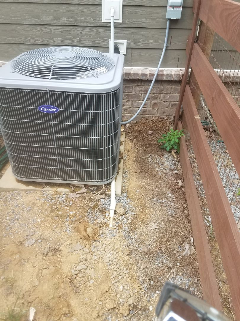 Signal Mountain, TN - Service call.  Performed repair on Carrier condenser