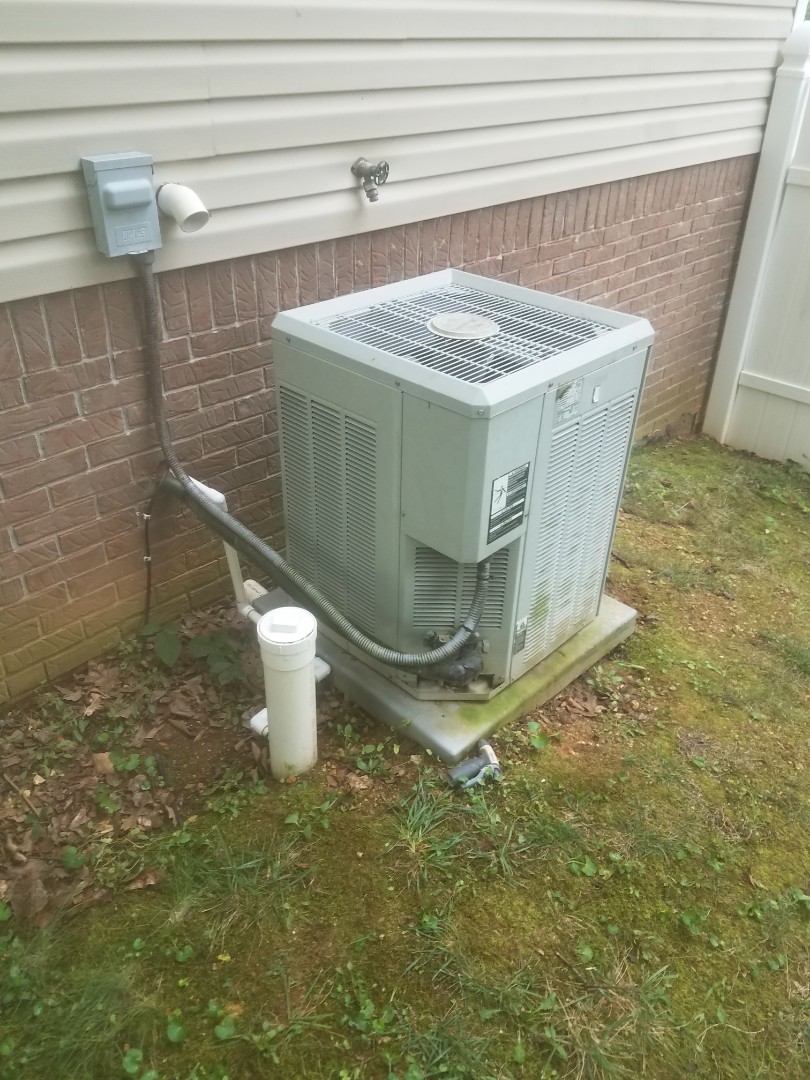 Cleveland, TN - Service call.  Performed repair on Trane straight cool condenser