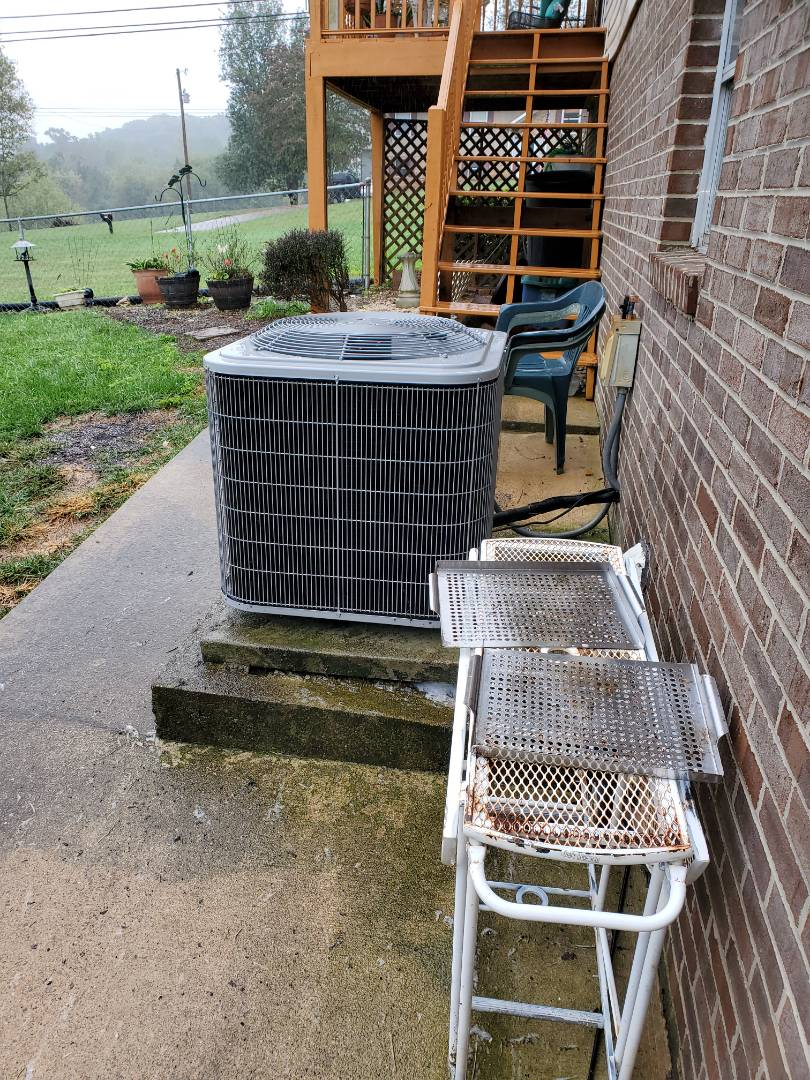 Cleveland, TN - Service call.  Performed repair on Carrier condenser.