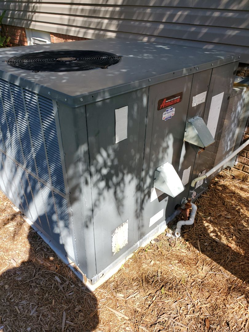 Ooltewah, TN - Service call.  Performed repair on Amana gas pack.