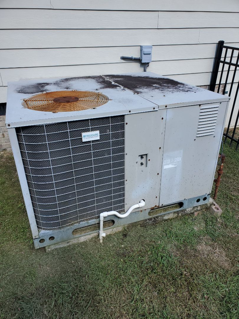 Ooltewah, TN - Service call.  Performed repair on Frigidaire gas pack