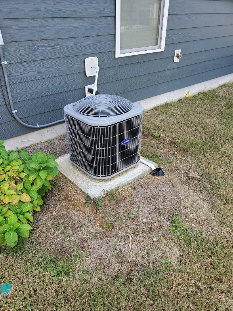 Ooltewah, TN - Service call.  Performed repair on Carrier condenser.