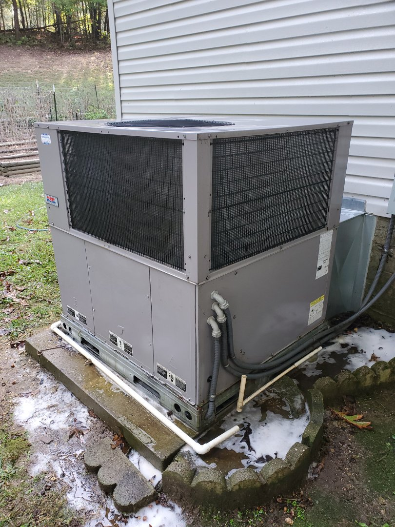 Soddy-Daisy, TN - Service call.  Performed repair on Heil package heat pump.