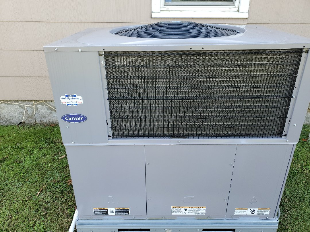 Chattanooga, TN - Maintenance call.  Performed maintenance on Carrier heat pump.