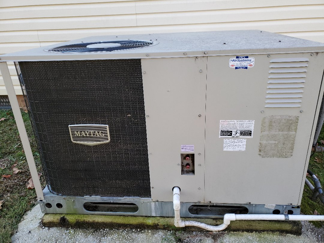 Chattanooga, TN - Maintenance call.  Performed maintenance on Maytag furnace.