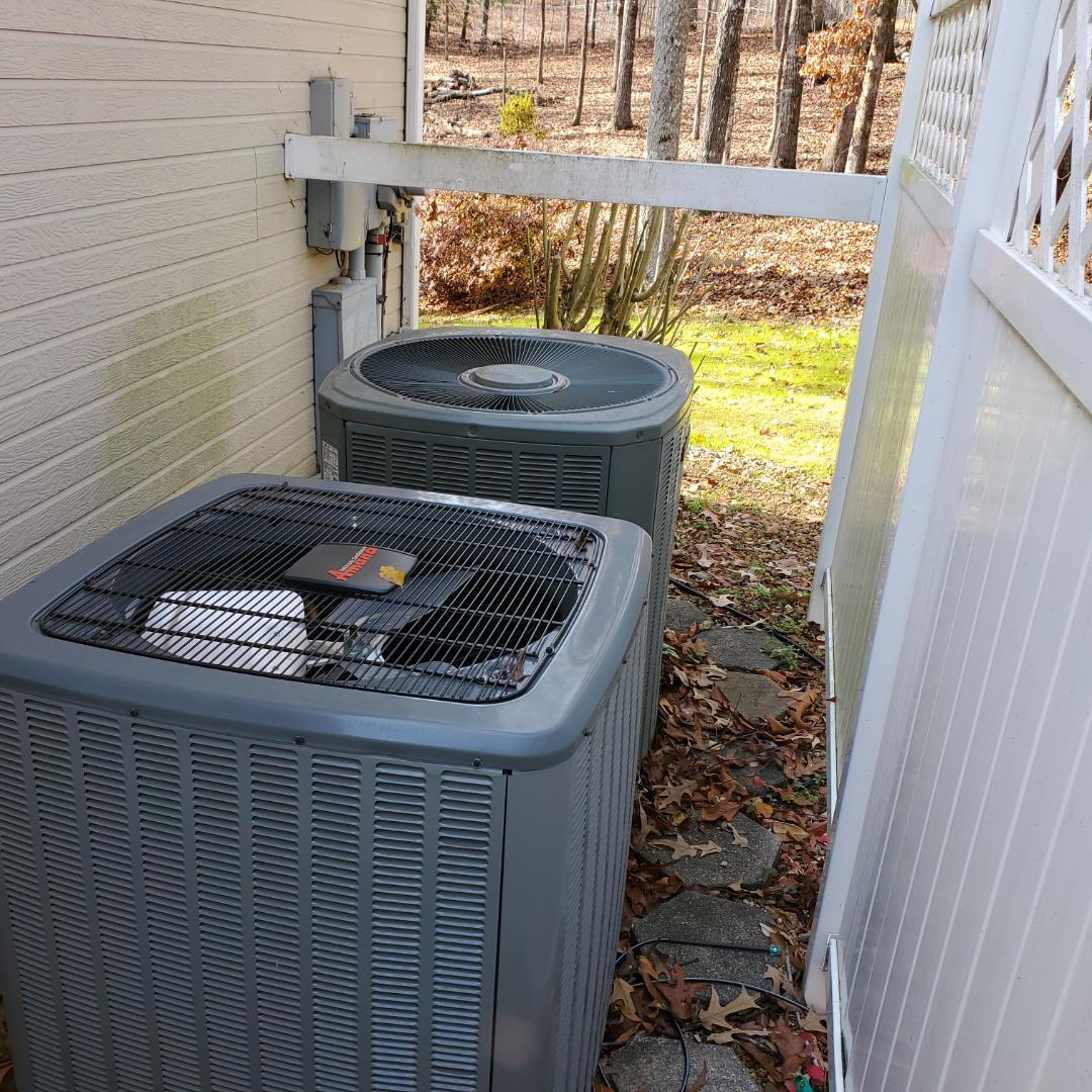 Soddy-Daisy, TN - Service call.  Performed repair on Goodman heat pump.