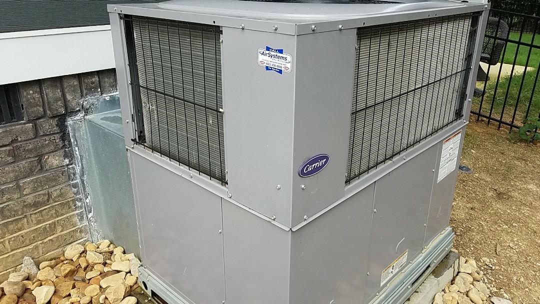 Cleveland, TN - Maintenance call. Performed maintenance on Carrier heat pump.