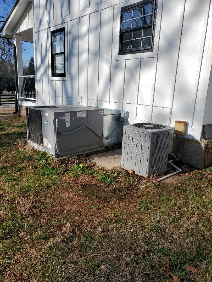 McDonald, TN - Maintenance call. Performed maintenance on Aire Ease heat pump.