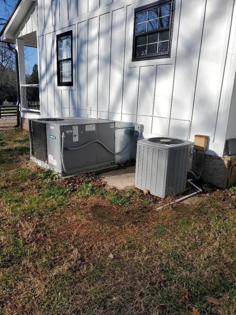 McDonald, TN - Maintenance call. Performed maintenance on Aire Ease heat pump.