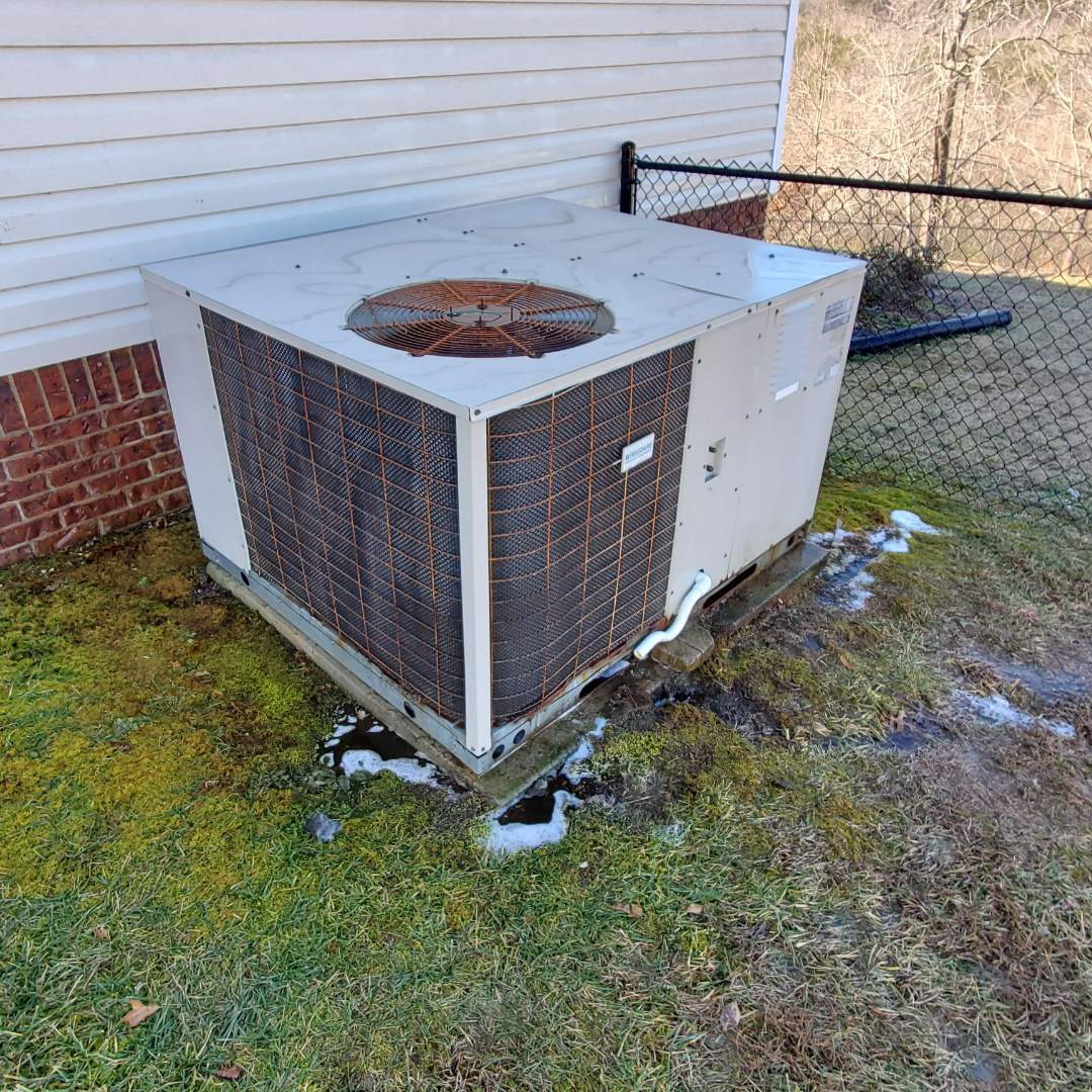 Soddy-Daisy, TN - Maintenance call. Performed maintenance on Frigidaire gas package unit.