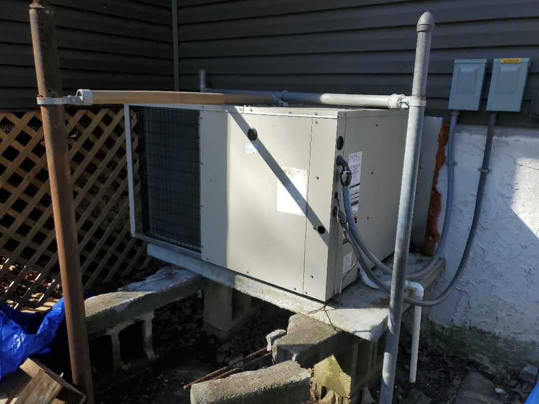 Chattanooga, TN - Service call. Performed service on Gibson heat pump.