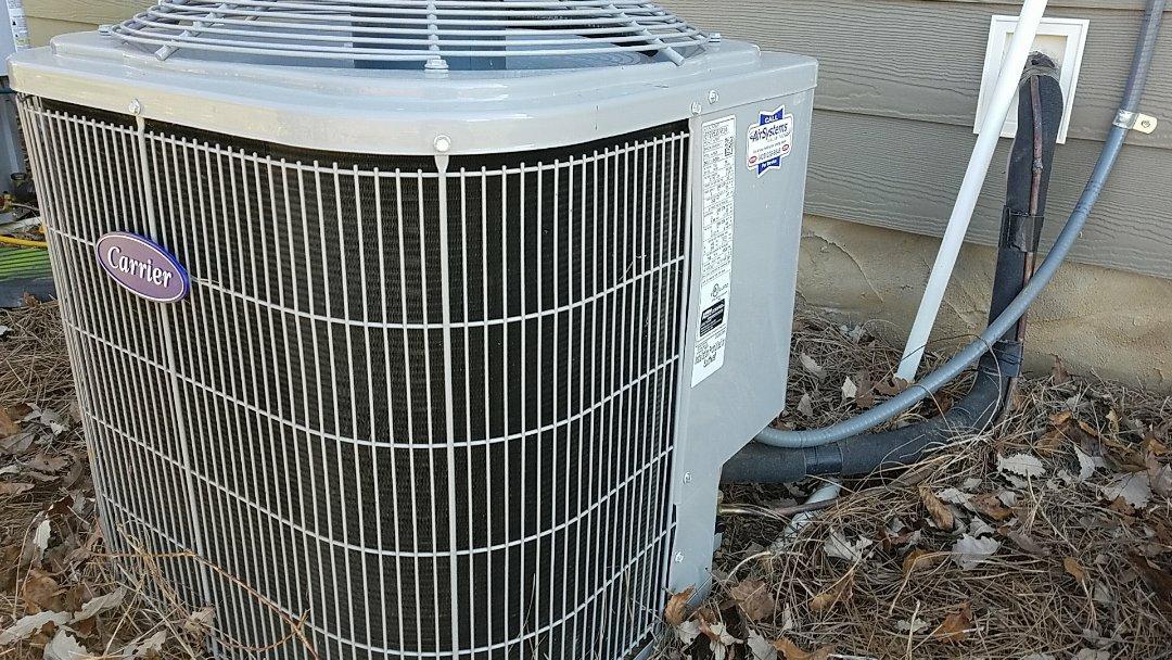Ooltewah, TN - Maintenance call. Performed maintenance on Carrier heat pump.