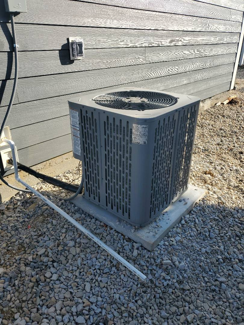 Chattanooga, TN - Service call. Performed service call on AC unit.