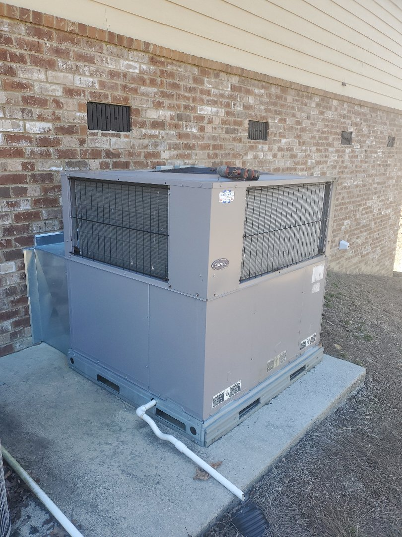Signal Mountain, TN - Service call. Performed service on a Carrier package unit.