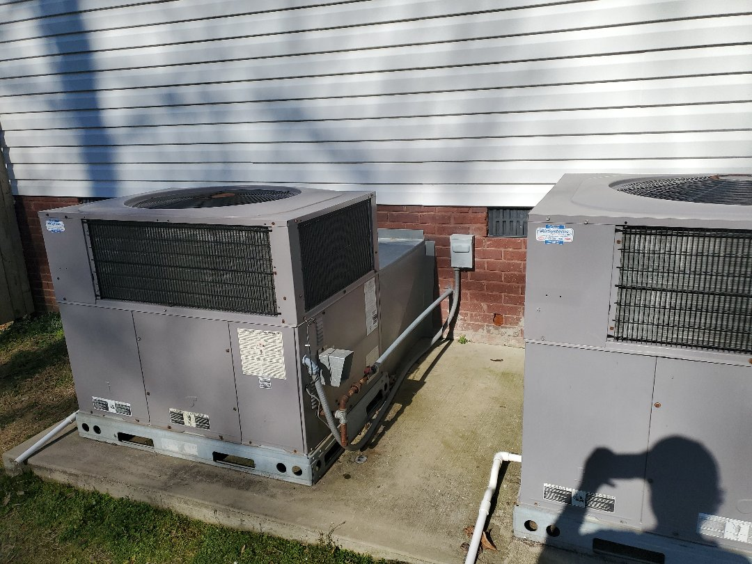 McDonald, TN - Maintenance call. Performed maintenance on Carrier heat pump.