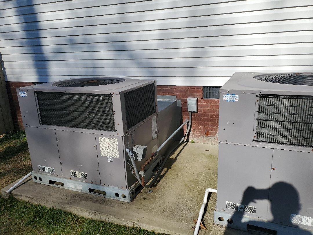 McDonald, TN - Maintenance call. Performed maintenance on Carrier heat pump.