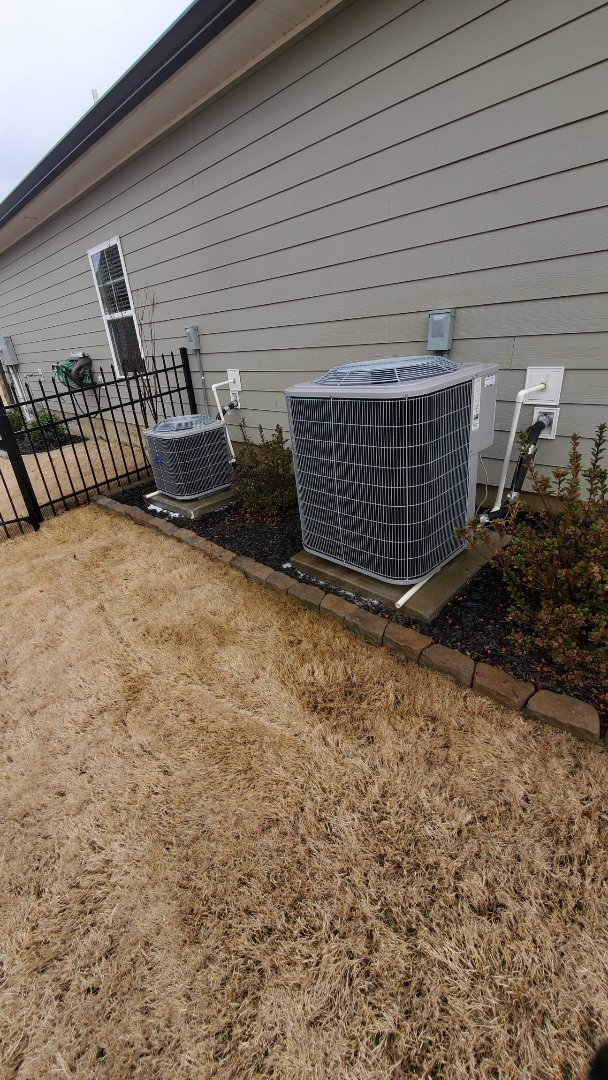 Chattanooga, TN - Maintenance call. Performed maintenance on Carrier condensers.