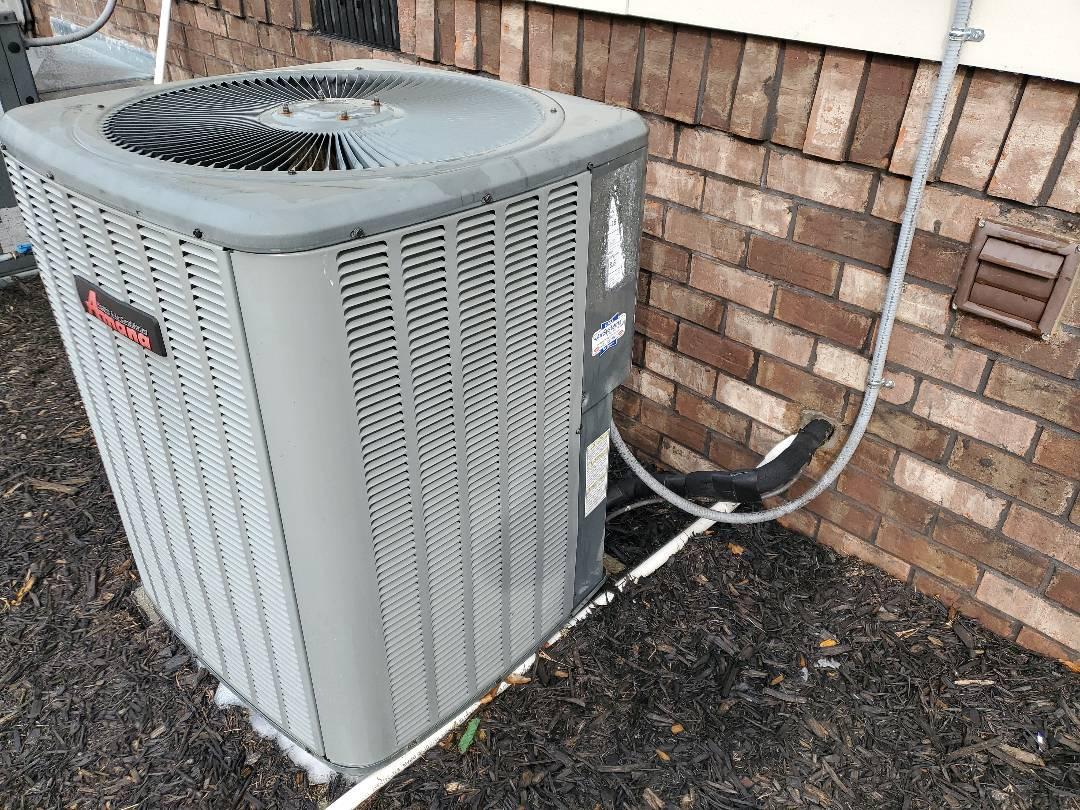 Ooltewah, TN - Maintenance call. Performed maintenance on Amana heat pump.