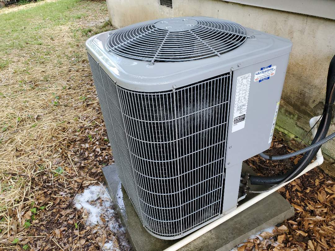Apison, TN - Maintenance call. Performed maintenance on Carrier heat pump