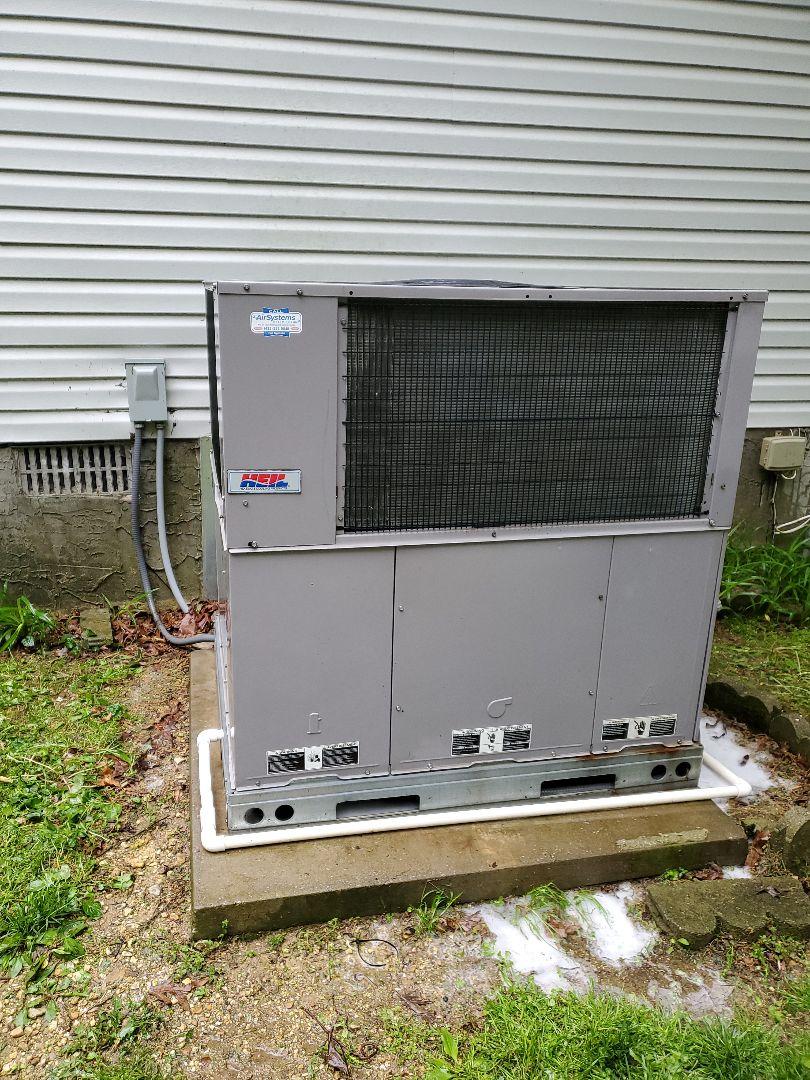 Soddy-Daisy, TN - Maintenance call. Performed maintenance on Heil heat pump