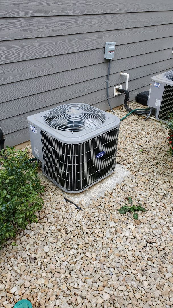 Apison, TN - Service call . Performed repair on Carrier condenser