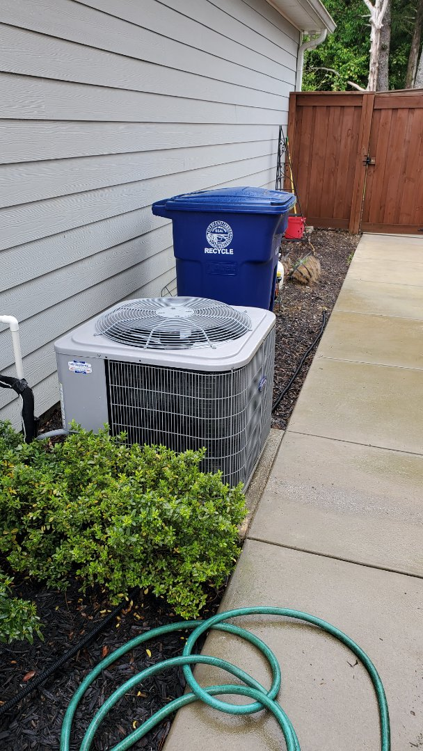 Chattanooga, TN - Maintenance call.  Performed maintenance on Carrier AC unit.