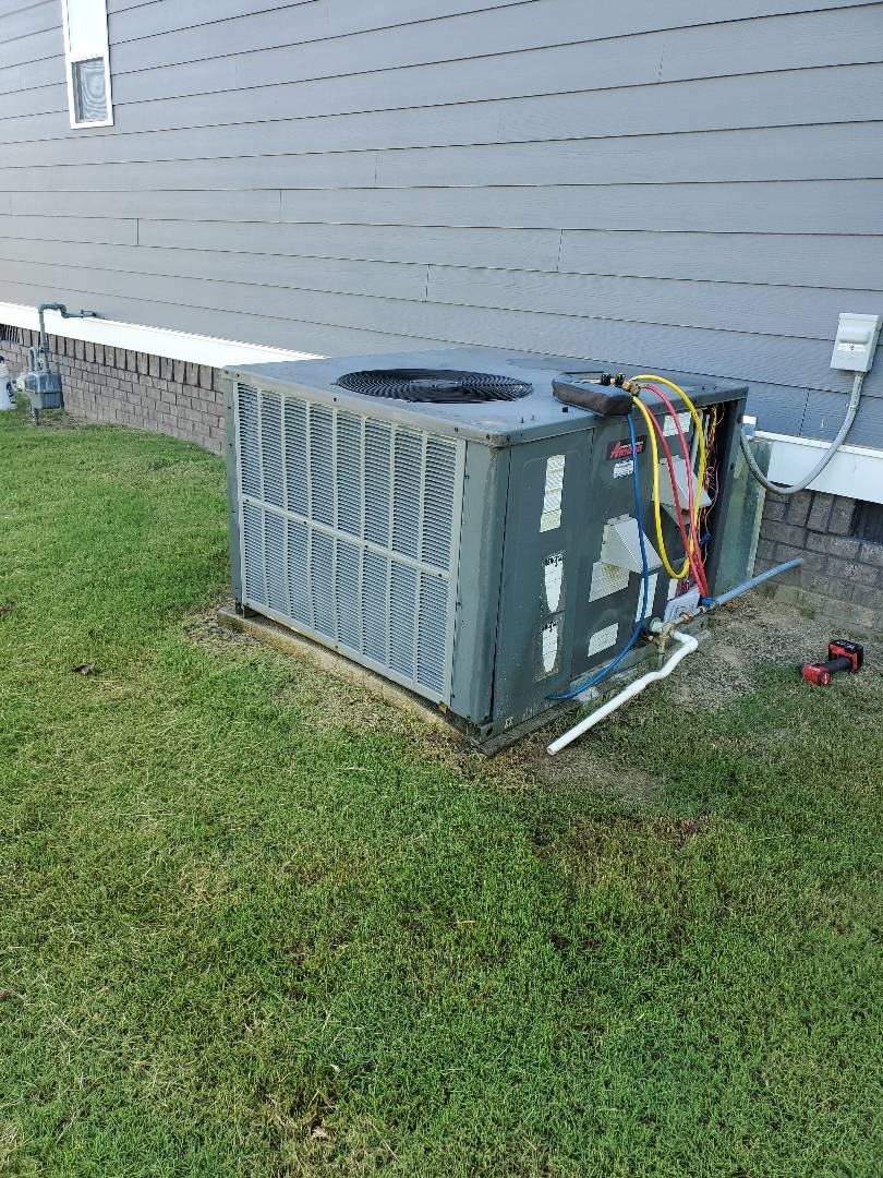 Ooltewah, TN - Service call.  Performed maintenance on two Goodman systems.