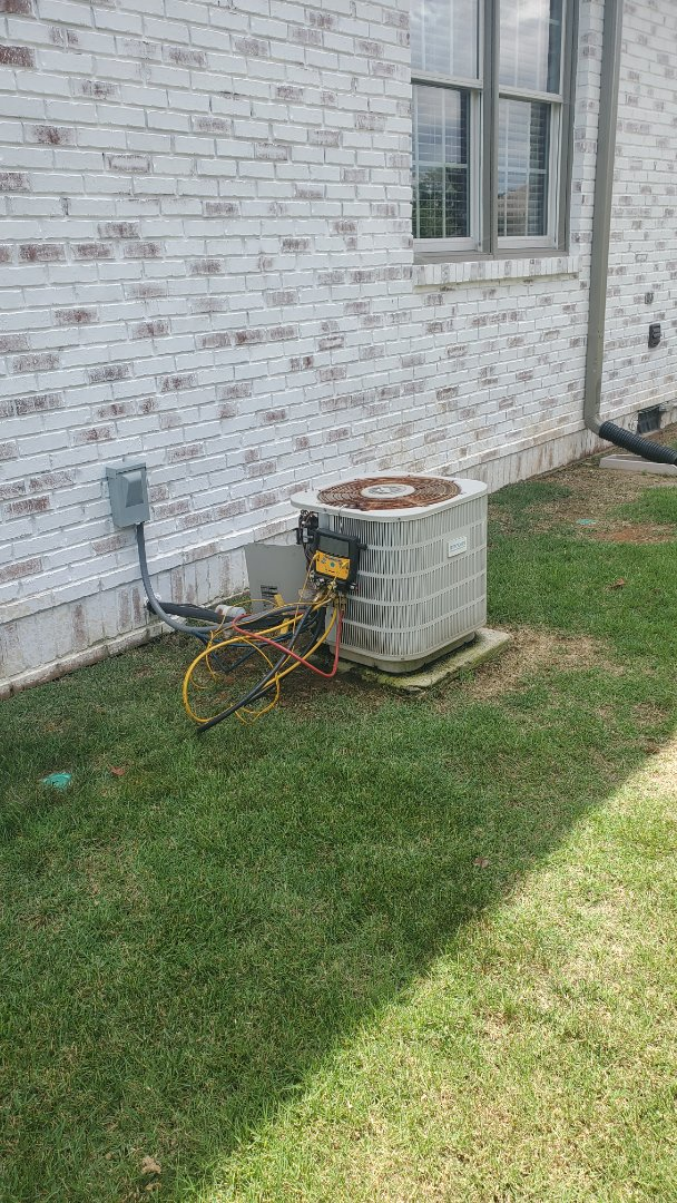Ooltewah, TN - AC service call. Performed repair on Frigidaire unit