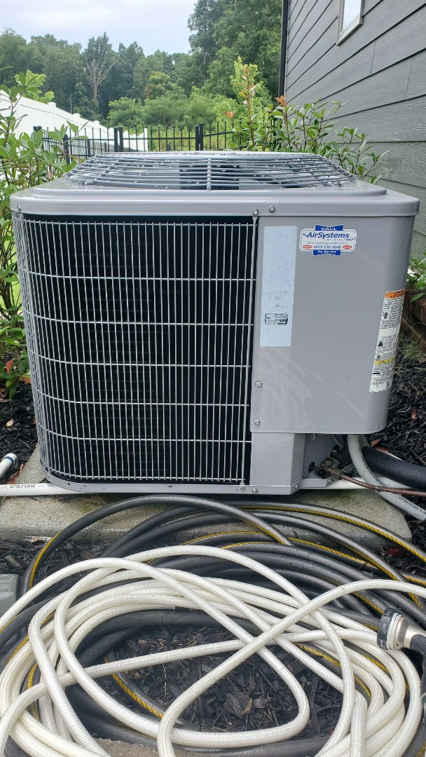 Ooltewah, TN - AC maintenance call. Performed service on Carrier unit