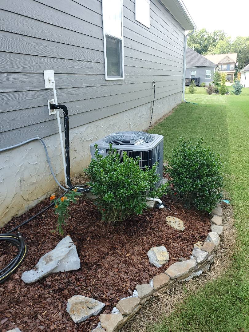 Ooltewah, TN - Service call.  Performed maintenance on Carrier air conditioner.