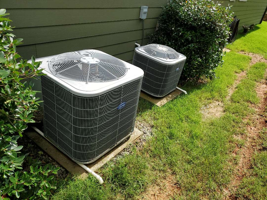Chattanooga, TN - Service call.  Performed maintenance on Carrier air conditioner