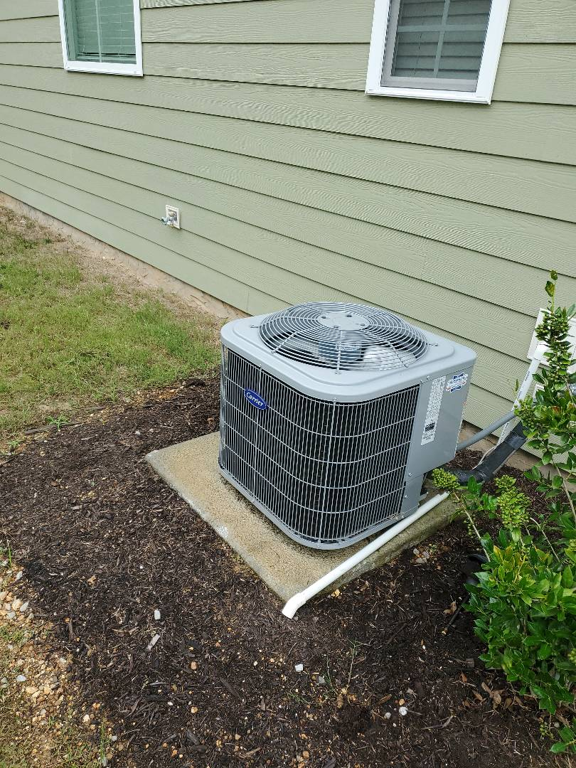 Soddy-Daisy, TN - Service call.  Performed maintenance on Carrier air conditioner