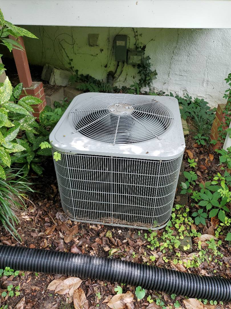 Chattanooga, TN - Service call.  Performed repair on Carrier air conditioner