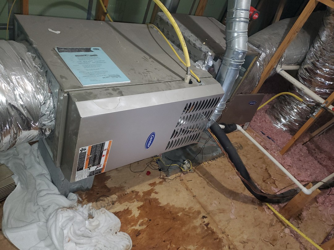 Ooltewah, TN - Service call.  Performed repair on Carrier air conditioner
