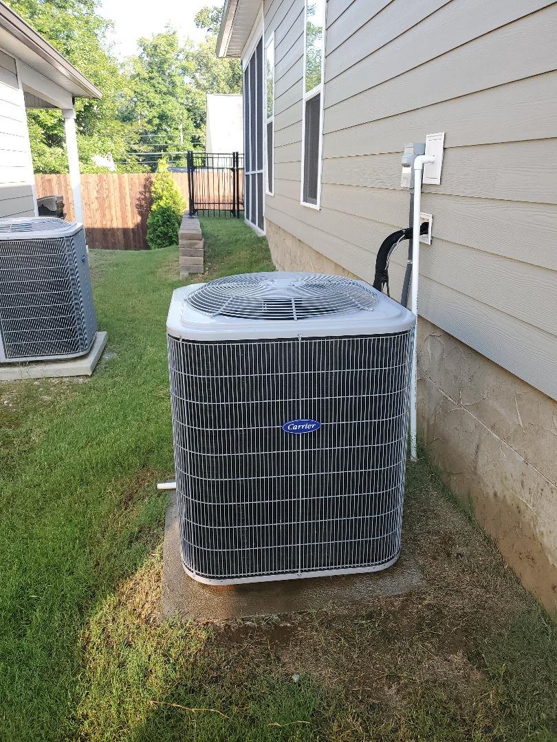 Chattanooga, TN - Service call.  Performed service on Carrier air conditioner